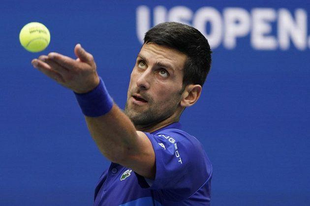 Srbský tenista Novak Djokovič ve finále US Open, jeho soupeřem jen Rus Daniil Medveděv.