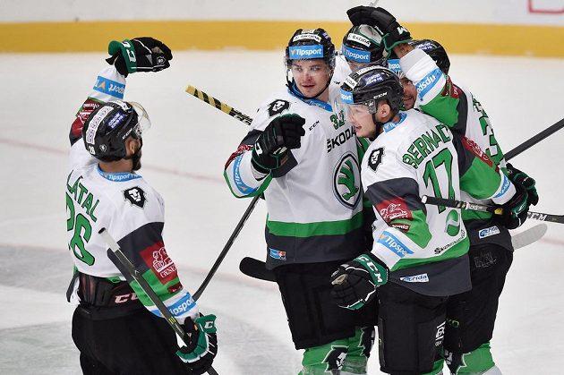 Hráči Mladé Boleslavi (zleva) Martin Látal, Jakub Orsava, David Bernard, Lukáš Žejdl a Dominik Pacovský se radují z prvního gólu.