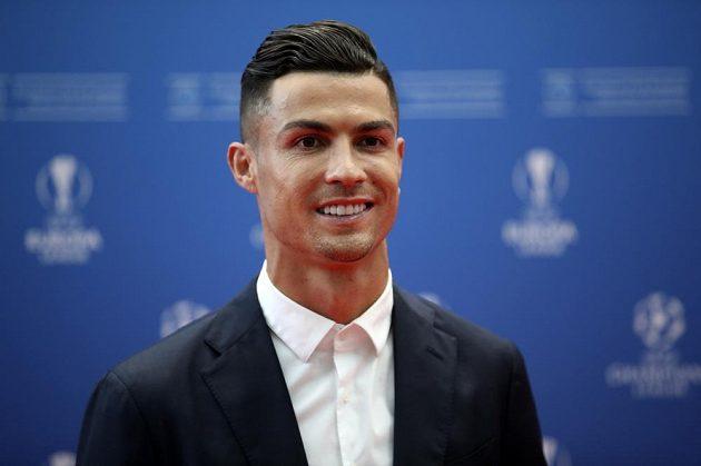 Na místě je i Cristiano Ronaldo, hvězda Juventusu.