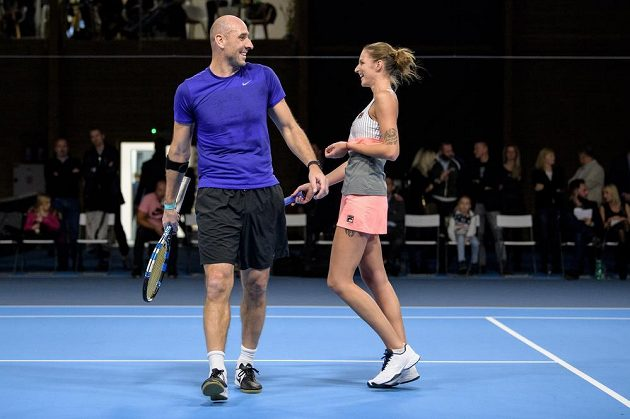 Jan Koller a Karolína Plíšková si tenisovou exhibici užívali.