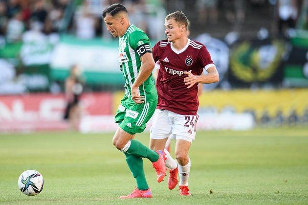 Martin Dostál z Bohemians a Matěj Polidar ze Sparty Praha během utkání 4. kola Fortuna ligy.
