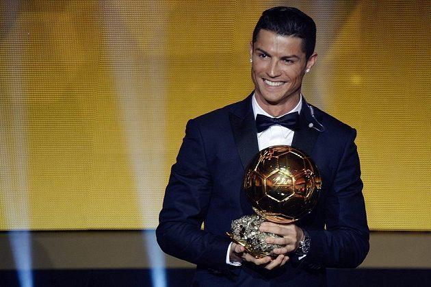 Cristiano Ronaldo ovládl potřetí v kariéře anketu Zlatý míč.