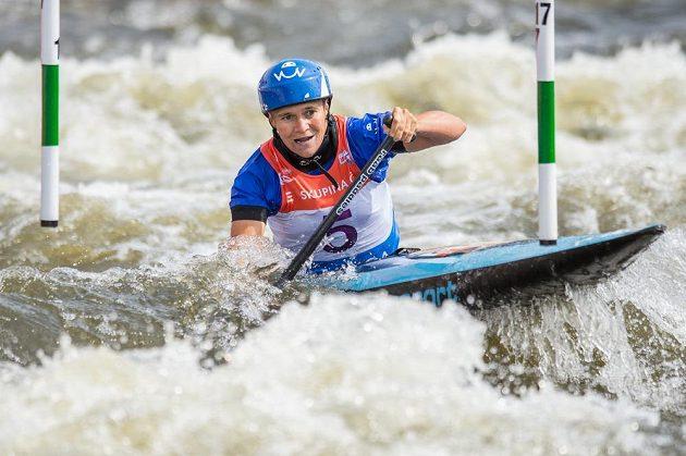 Kanoistka Kateřina Hošková ve finále C1 ženy během Světového poháru ve vodním slalomu dne na kanále v pražské Tróji.