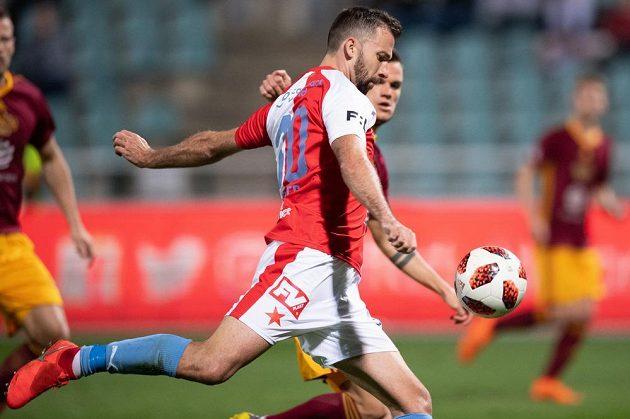 Josef Hušbauer střílí svůj druhý gól během utkání Dukla - Slavia (1:5).