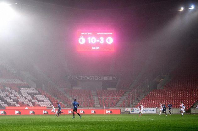 Fotbalisté Slavie Praha porazili Karlovy Vary 10:3 v utkání osmifinále MOL Cupu.