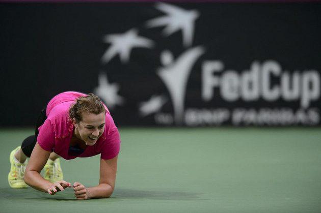 Ruská tenistka Anastasiaa Pavljučenkovová se rozcvičuje před tréninkem v pražské O2 areně.
