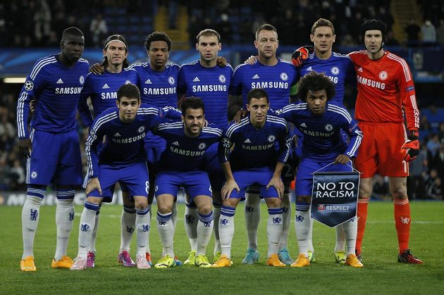 Petr Čech (vpravo nahoře) nechyběl při úvodním fotografování, proti Mariboru se vůbec poprvé v tomto ročníku LM objevil v brance Chelsea.