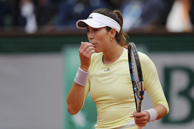 Španělská tenistka Garbiňe Muguruzaová ve finále French Open s Američankou Serenou Williamsovou.