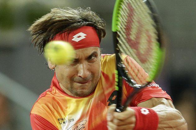 Španěl David Ferrer při posledním utkání kariéry s Alexanderem Zverevem z Německa.
