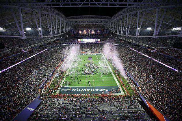 Pohled na stadión v Glendale v Arizoně, dějiště letošního finále NFL.
