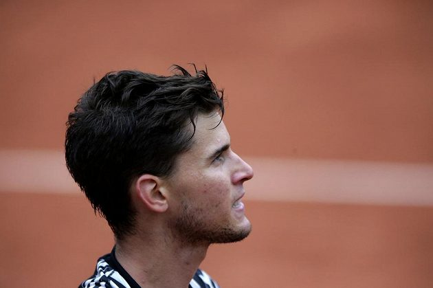 Rakouský tenista Dominic Thiem během semifinále French Open s Novakem Djokovičem ze Srbska.