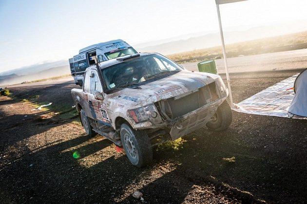 Poničený vůz Borise Vaculíka po nehodě na Rallye Dakar.