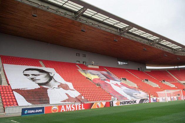 Uzavřené sektory na tribuně Sever před utkáním čtvrtfinále Evropské ligy.