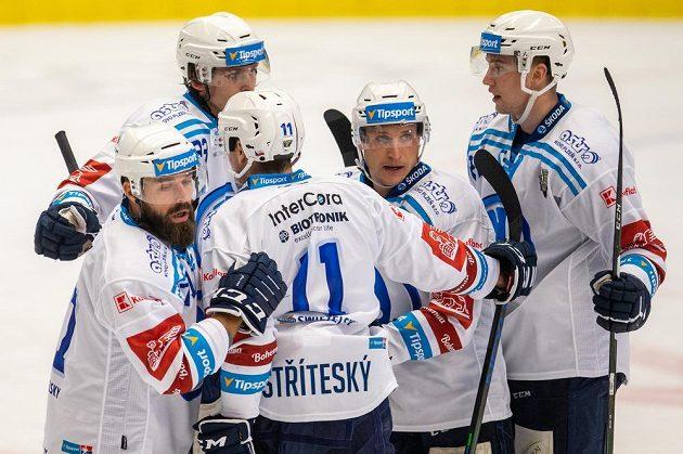 Zleva Milan Gulaš, Matěj Stříteský, Matyáš Kantner, Tomáš Mertl a Viktor Lang z Plzně se radují z gólu.