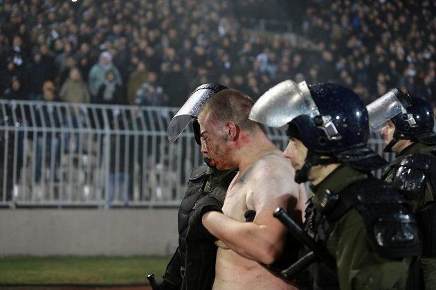 Divácké nepokoje při bělehradském derby Partizanu s CZ.