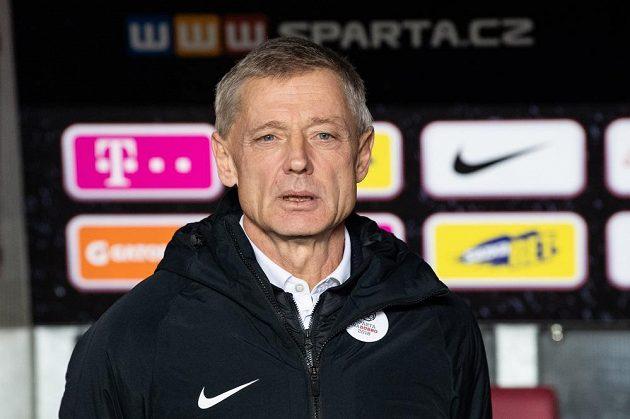 Trenér Sparty Praha Zdeněk Ščasný běhemzápasu s Teplicemi.