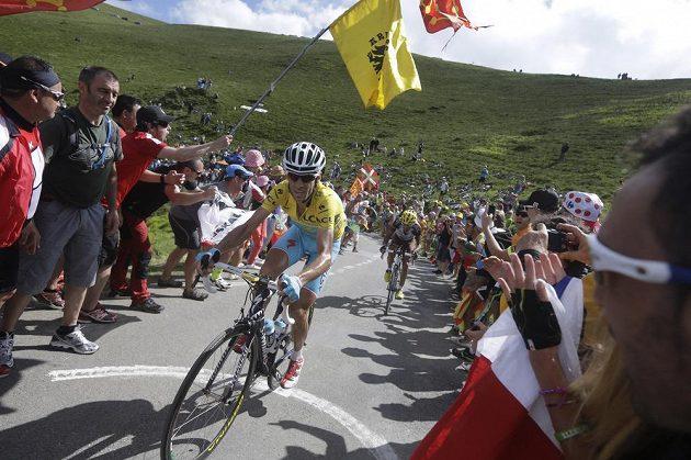 Ital Vincenzo Nibali udržel na Tour žlutý trikot i po šestnácté etapě.
