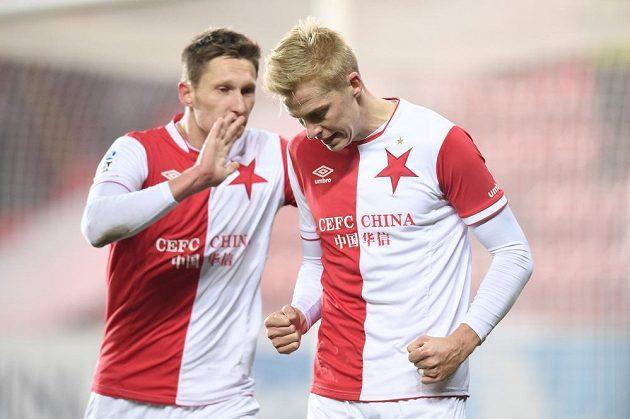 Naštvaný slávista Michal Frydrych (vpravo) poté, co si v utkání s Baníkem dal vlastní gól, utěšuje jej kapitán Milan Škoda.