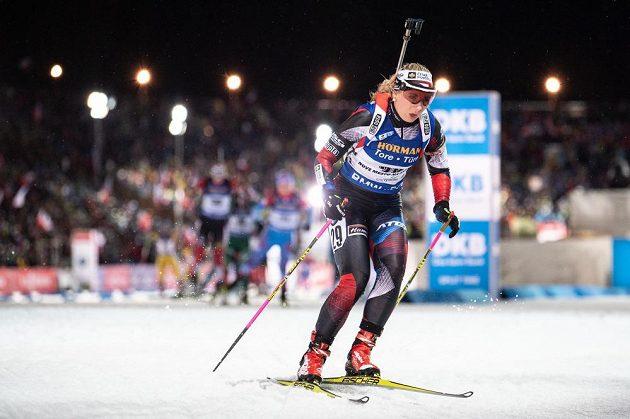Česká biatlonistka Lucie Charvátová během stíhacího závodu v rámci Světového poháru v Novém Městě na Moravě.