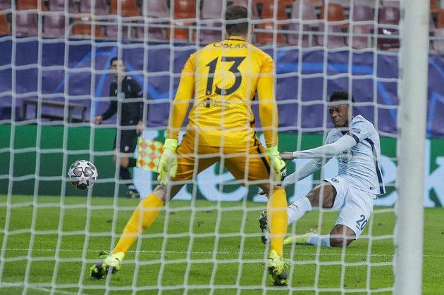 Brankář Atlétika Madrid Jan Oblak v zápase Ligy mistrů proti Chelsea