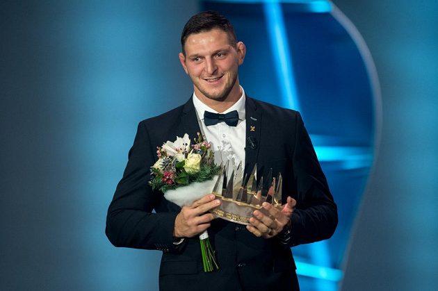 Lukáš Krpálek s korunkou pro vítěze ankety Sportovec roku 2016.