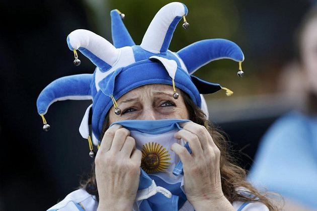 Argentinská fanynka sleduje finále MS.