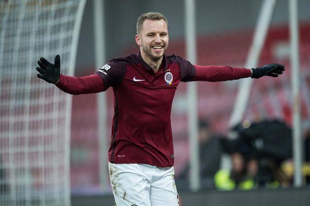 Sparťan Michal Kadlec odslavuje gól na 1:0 během utkání 16. kola ligy s Teplicemi.
