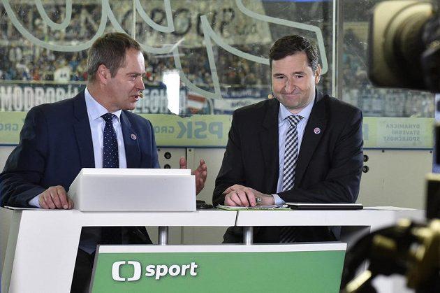 Zleva moderátoři přímého přenosu České televize Martin Hosták a Robert Záruba.