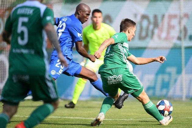 Fotbalista Bohemians Jan Vodháněl střílí gól do sítě Liberce v utkání nejvyšší soutěže.
