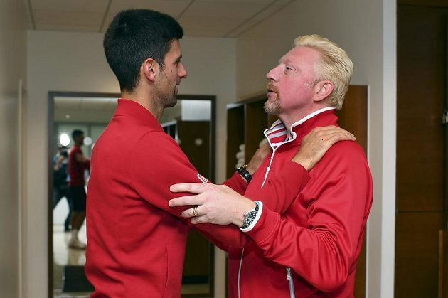 Srbský tenista Novak Djokovič se svým trenérem Borisem Beckerem po vítězném finále Roland Garros.