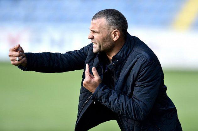 Trenér Kirjatu Šmona Salih Hassarmi během utkání 3. předkola Evropské ligy v Liberci.