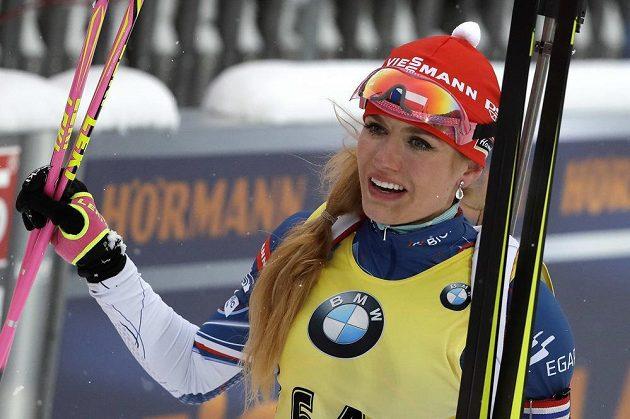 Gabriela Koukalová v cíli sprintu v německém Ruhpoldingu.