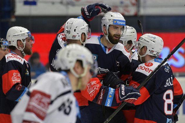 Ze vstřeleného gólu v Plzni se radují chomutovští hráči (zleva) autor branky Radek Duda, Bohumil Jank, Lukáš Vantuch a Jakub Sklenář.