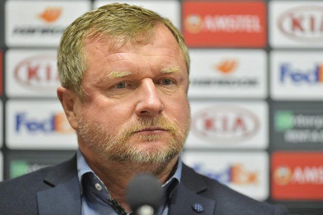 Trenér Pavel Vrba na tiskové konferenci