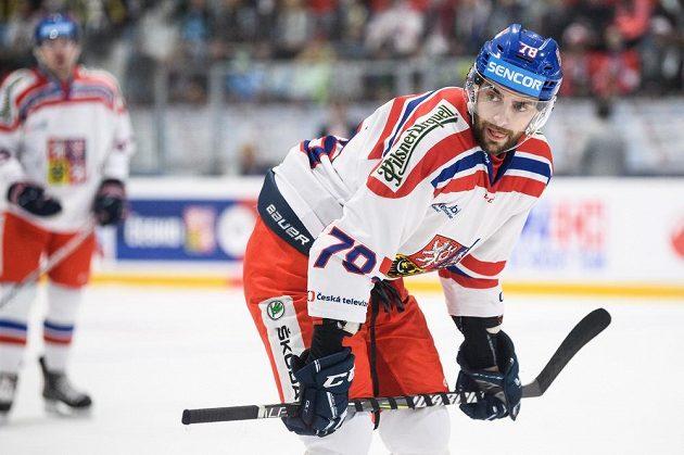 Český útočník Robin Hanzl během utkání Euro Hockey Challenge se Švýcary.