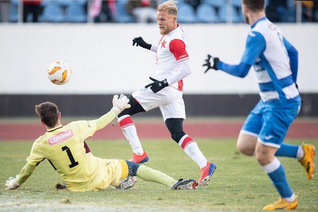 Mick van Buren ze Slavie střílí gól Ústí nad Labem.