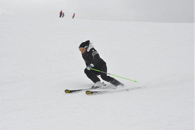 Slovenská lyžařka Veronika Velez Zuzulová při rekreačním lyžování v Klausbergu v Jižním Tyrolsku.
