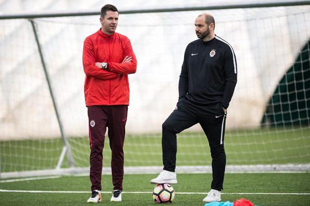 Nová trenérská dvojce Sparty David Holoubek (vlevo) a Tomáš Požár během prvního tréninku zimní přípravy v tréninkovém centru na Strahově.