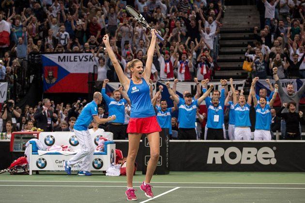 Karolína Plíšková bezprostředně po proměněném mečbolu v rozhodující čtyřhře finále Fed Cupu.
