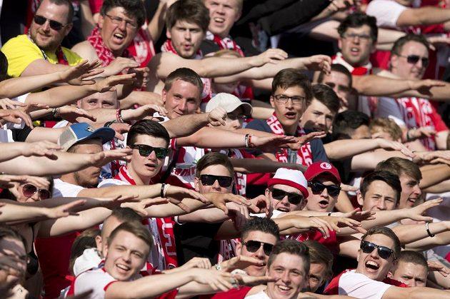 Fanoušci Slavie slaví vysokou výhru nad Plzní.