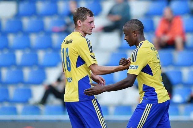 Střelec prvního gólu Dame Diop (vpravo) a Tomáš Hájek ze Zlína.