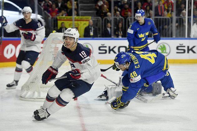 Americký útočník Clayton Keller se po hattricku proti Dánsku střelecky prosadil i v duelu se Švédy.
