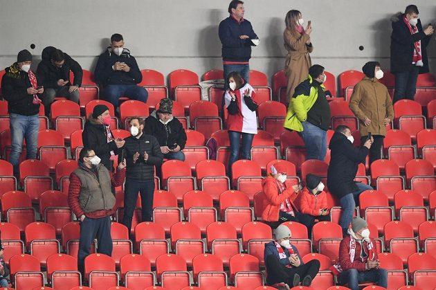Pár fanoušků z řad partnerů fotbalové Slavie se dostalo do Edenu na utkání prvního kola vyřazovací části Evropské Ligy mezi Slavií a Leicesterem.