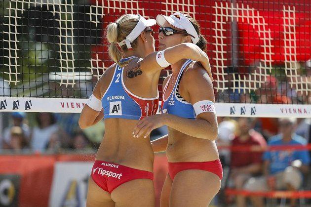 České jedničky Markéta Nausch Sluková (vlevo) a Barbora Hermannová,