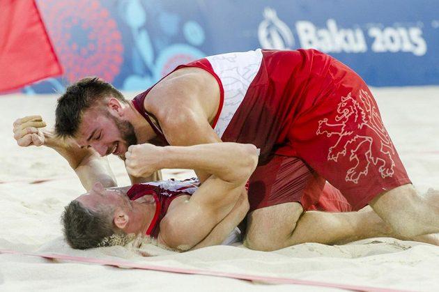 Jan Hadrava a Přemysl Kubala (dole) se radují z bronzu na Evropských hrách v Baku.