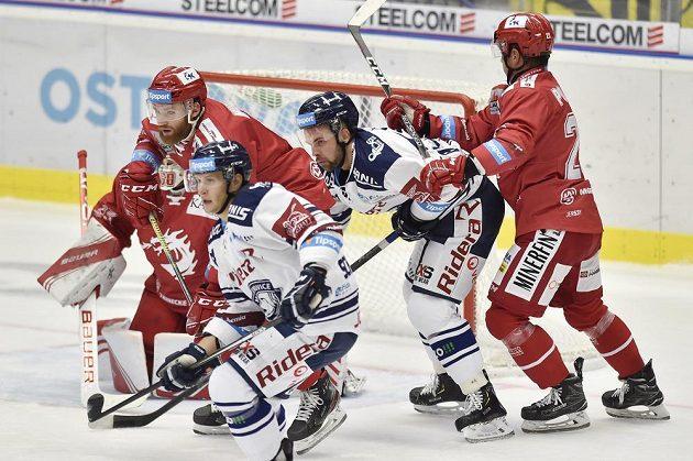 Zleva David Musil z Třince, Jan Schleiss a Roberts Bukarts z Vítkovic a Jiří Polanský z Třince.