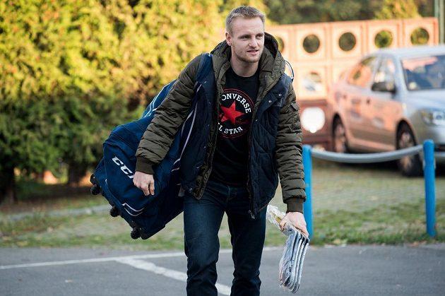 Plzeňský zadák Jakub Jeřábek přichází na sraz hokejové reprezentace.