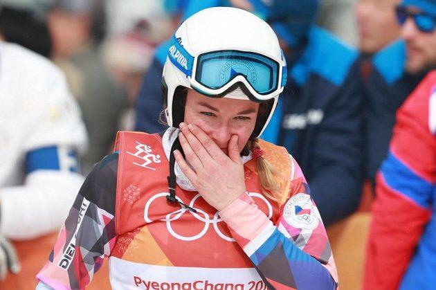 Česká skikrosařka Nikol Kučerová nebyla po svém olympijském vystoupení nakonec spokojená a po tváři se jí kutálely slzy.