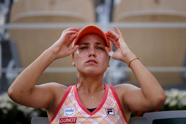Sofia Keninová při výměněně stran během semifinále French Open proti Petře Kvitové.
