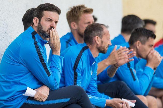 Trenér fotbalové Sparty Praha Andrea Stramaccioni během přípravného utkání s divizními Karlovými Vary.